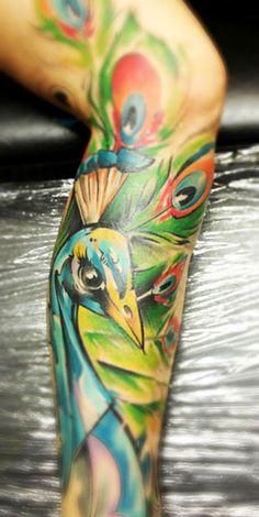 Realistic 3 colors Animal tattoo art by artist Bobek Tattoo Unique Tattoos, Cool Tattoos, Bird Tattoos, Awesome Tattoos, Tattoo Images, Tattoo Photos, Petit Tattoo, Peacock Tattoo, Mona Lisa
