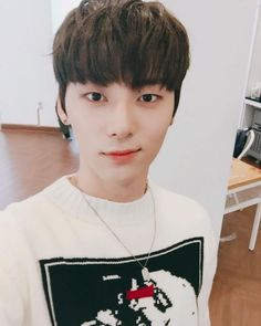 Can you name the MALE Kpop Idol Selca Ver. Test your knowledge on this music quiz to see how you do and compare your score to others. Cats Tumblr, Tumblr Boys, Busan, Jinyoung, Nu Est Minhyun, All Meme, Produce 101 Season 2, Kim Jaehwan, Ha Sungwoon