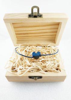 Bransoletka z drewna niebieska myszka