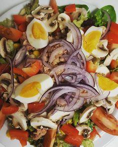 Zum Mittagessen gibt es zur Abwechslung mal einen frischen Salat. #weightwatchers_Deutschland #weightwatchersdeutschland #wwdeutschland #wwgermany #weightwatchersgermany #weightwatchersrezept #wwrezept #wwkochbuch #wwmotivation #wwmädels #wwfooddiary #wwfood #lowcarb #foodporn #foodshare #fooddiary #weightloss #gesund #weightwatchers #salat #yammie #thunfisch #gesund #abnehmtagebuch #abnehmen #instapic by spinnethekla