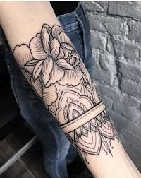 Resultado de imagem para tatuagem no braço fechado feminina