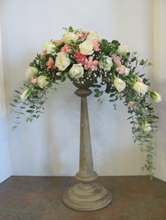 Our society promotes Floral Art and 'Friendship Through Flowers' in Perth, Western Australia. Rosen Arrangements, Large Flower Arrangements, Flower Arrangement Designs, Altar Flowers, Church Flowers, Flowers Garden, Funeral Bouquet, Flower Festival, Floral Centerpieces