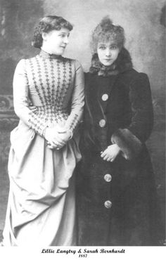 Sarah Bernhardt, French Actress, with Her English Contemporary, Actress Lillie Langtry, 1887 Vintage Pictures, Old Pictures, Vintage Images, Old Photos, Edwardian Era, Victorian Era, Victorian Photos, Antique Photos, Victorian History