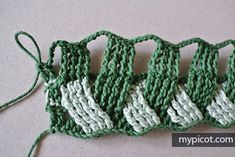 MyPicot is always looking for excellence and intends to be the most authentic, creative, and innovative advanced crochet laboratory in the world. Freeform Crochet, Crochet Motif, Crochet Designs, Crochet Hooks, Crochet Stitches Chart, Crotchet Patterns, Crochet Blanket Patterns, Crochet Crafts, Crochet Projects