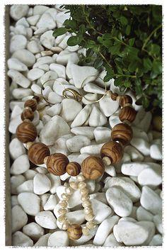 wood necklase Stuffed Mushrooms, Vegetables, Wood, Stuff Mushrooms, Woodwind Instrument, Timber Wood, Vegetable Recipes, Trees, Veggies