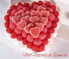 San Valentín. Tarta de Chuches en rojo Valentine Cake, Valentines, Bar A Bonbon, Sweet Trees, Birthday Candy, Candy Cakes, Candy Bouquet, Cake Decorating Techniques, Candy Table