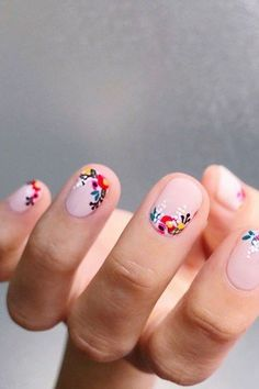 Nail art is one of many ways to boost your style. Try something different for each of your nails will surprise you. You do not have to use acrylic nail designs to have nail art on them. Here are several nail art ideas you need in spring! Spring Nail Art, Spring Nails, Summer Nails, Cute Nails For Spring, Cute Nail Art Designs, Nail Designs Spring, Nail Art Flowers Designs, Butterfly Nail Designs, Flower Designs