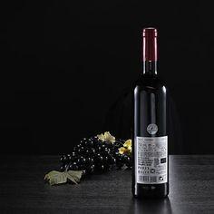 Botella de vino tinto Mas Irene, D.O. Penedès. Ecológico