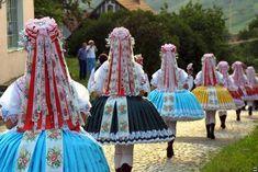 Související obrázek Folk Dance, Folklore, Catwalk, Drawstring Backpack, Europe, Culture, Bags, Fashion, Handbags