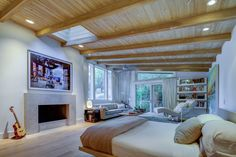 Midcentury Post and Beam In Fryman Canyon. Browse inspirational photos of modern homes. From midcentury modern to prefab housing and renovations, these stylish spaces suit every taste. Oak Hardwood Flooring, Terrazzo Flooring, Post And Beam, Level Homes, Studio City, Prefab Homes, Mid Century House, Home Values, Mid-century Modern