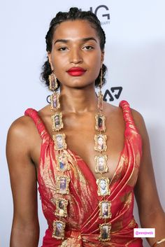 Best Jewelry at the Daily Front Row's 2019 Fashion Media Awards – Who Wore What Jewels Daily Front Row, Pretty Black Girls, Strike A Pose, Black Girl Magic, Celebs, Asian Celebrities, Portrait Photography, Actresses, Awards