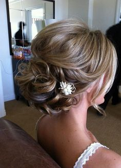 Hairstyles, Beautiful Short Hair Updos For Wedding: Simple Style of Wedding Updo. - Hairstyles, Beautiful Short Hair Updos For Wedding: Simple Style of Wedding Updos For Medium Length Hair - Updos For Medium Length Hair, Short Hair Updo, Medium Hair Styles, Short Hair Styles, Loose Updo, Messy Updo, Curly Bun, Updo Styles, Soft Updo