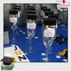 Copas con dulces como recordatorio de fiesta de grado. #FiestaDeGrado