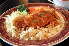 """une de spécialités de nagasaki, nommée """"riz turc"""". mais ce plat n'a rien à voir avec la turquie, la dinde n'est pas encore un matériau. restaurant """"ginrei"""". レストラン銀嶺のトルコライス."""