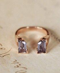 Mariage › Bijoux › Porteurs de sonnerie › Bijoux     Fathom Ring Set