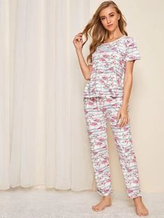 To find out about the Flamingo & Floral Print Pajama Set at SHEIN, part of our latest Pajama Sets ready to shop online today! Loungewear Outfits, Loungewear Set, Lingerie Party, Lingerie Set, Lingerie Models, Women Lingerie, Classy Winter Outfits, Fashion Capsule, Lingerie Collection