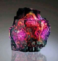 A fluorite stone from Mineralia. As we all know, fluorite can come in many colors, bi-colors, shades and tones, but this one takes the blue ribbon in my book!