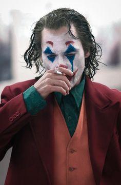 Joaquin Phoenix's Joker Casually Walks Through NYC Subway in Full Clown Makeup as Police Run By Joker Batman, Joker Heath, Joker Y Harley Quinn, Der Joker, Joaquin Phoenix, Joker Full Movie, Joker Film, Joker Photos, Joker Images
