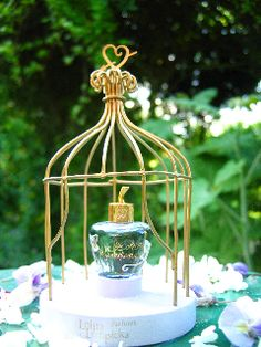 coffret-eau-de-parfum-lolita-lempicka-la-gloriette-ou-tonnelle-miniature-crée-par-Michel-Charrier-1er-Parfum-Lolita-Lempicka