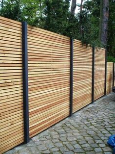 Wood Fence Styles Ideas [Best of Wood Fence Designs] Farm Fence, Diy Fence, Fence Landscaping, Backyard Fences, Garden Fencing, Fenced In Yard, Fence Ideas, Fence Gates, Garden Privacy