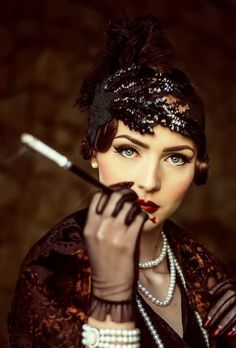 Idda van Munster: Dark 1920's Flapper Look.
