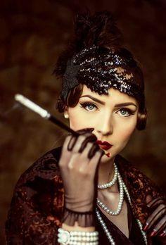 Idda van Munster: Dark 1920's Flapper Look.