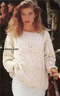 Белый пуловер с цветами