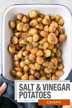 Crispy Salt and Vinegar Potatoes. Tangy, salty, and completely delicious just like the chip version! Crispy Salt and Vinegar Potatoes. Tangy, salty, and completely delicious just like the chip version! Vegetable Side Dishes, Vegetable Recipes, Vegetarian Recipes, Cooking Recipes, Healthy Recipes, Healthy Food, Salt And Vinegar Potatoes, Potato Dishes, Side Dish Recipes