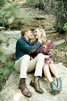 Rustic adorableness: http://www.stylemepretty.com/little-black-book-blog/2015/01/21/dinosaur-valley-state-park-engagement-session/ | Photography: Feather & Twine - http://featherandtwinephotography.com/
