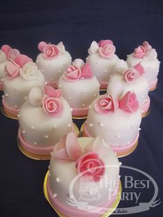 Mini Bolos Funny Wedding Cakes, Small Wedding Cakes, Elegant Wedding Cakes, Tea Cakes, Mini Cakes, Cupcake Cakes, Mini Tortillas, Individual Wedding Cakes, Royal Icing Cakes