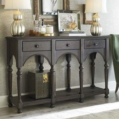 Sideboard – Love this color. Graphite and French Linen Annie Sloan Chalk paint.