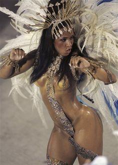 rio-carnival-bare-breasts