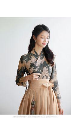 Korean Traditional Dress, Traditional Fashion, Traditional Dresses, Korean Dress, Korean Outfits, Chinese Fashion, Korean Fashion, Women's Fashion Dresses, Girl Fashion