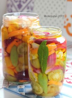 Cindystar: Verdure in agro, ma anche sott'olio - Pickled Vegetables Romanian Food, Frozen Strawberries, Fruits And Veggies, Chutney, Soul Food, Italian Recipes, Food And Drink, Appetizers, Cooking Recipes