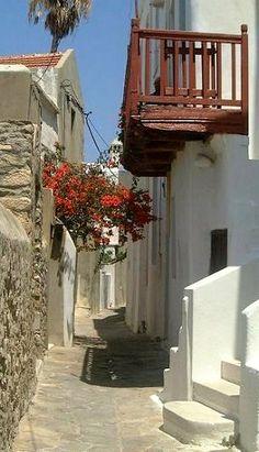 narrow street.. Chora Old Town, Naxos Island (Cyclades), Greece