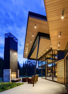 Seattle-based studio Balance Associates Architects has designed the River Bank house.    Completed in 2009, this 3,400 square foot home is located in Big Sky, Montana, USA.