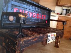 Tailgate bench with piston arm rest