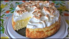 """""""Love lemon meringue pie and cheesecake? Well this is the best of both worlds. Great any time of year and sure to impress your guests."""" This Lemon Meringue Cheesecake is made with a buttery graham cracker crust, creamy Lemon Pie Bars, Lemon Cream Cheese Bars, Lemon Desserts, Just Desserts, Lemon Recipes, Lemon Mirangue Pie Recipe, Avocado Recipes, Food Cakes, Cupcake Cakes"""
