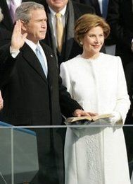 President George W. Bush term Inauguration with wife First Lady Laura Bush History Of Presidents, Presidents Wives, American Presidents, American History, American Press, American First Ladies, Running For President, Former President, George Bush Family