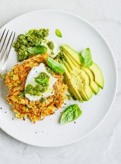 From The Kitchen: Brown Rice (or Quinoa), Zucchini & Cabbage Fritters with Mozzarella, Avocado & Pesto Clean Eating Recipes, Cooking Recipes, Kitchen Recipes, Soup Recipes, Vegetarian Recipes, Healthy Recipes, Delicious Recipes, Vegetarian Cooking, Healthy Foods