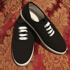 New black and white canvas sneakers! Super cute canvas sneakers. Brand new never worn! Shoes Sneakers