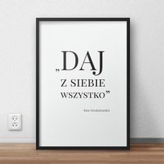 """Plakat motywacyjny z napisem """"Daj z siebie wszystko"""" słowami wypowiedzianymi przez Ewę Chodakowską"""