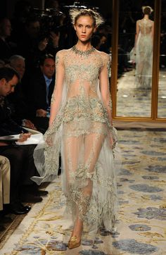 what was Marchesa thinking when creating this outfit? I think of Fairy for some reason or enchanting