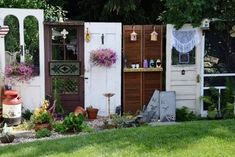 Using recycled doors as garden backgrounds Here at Flea Market Gardening, we're . : Using recycled doors as garden backgrounds Here at Flea Market Gardening, we're always looking for nice 'backgrounds' to feature our plants, flowers and contai Garden Junk, Garden Doors, Garden Art, Home And Garden, Fence Garden, Diy Fence, Fence Art, Garden Privacy, Farm Fence