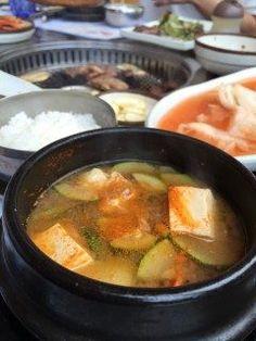 釜山に来て1番食べたいものは と聞かれるとチゲ鍋です  チゲにたくさんキムチを入れて 食べるのが大好きなんですo  美味しくて満足の〆でした   #韓国料理tags[海外]