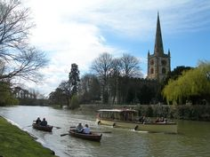 Stratford upon Avon, England Birthplace of Shakespeare. Also got chased by Geese and Swans here. not a fan of those birds now. Stratford Upon Avon, Scotland, Places To Visit, England, London, Mansions, The Originals, House Styles, Swans