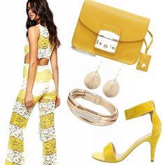Tuta in pizzo, gialla e bianca, con scollo sulla schiena, scarpe con cinturino giallo, orecchini e bracciale gold, borsa a tracolla, gialla, x uno stile sexy, e elegante, al tempo stesso, adatto nelle calde serate estive, passeggiando in citta', oppure in disco!