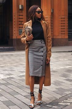 Como deixar o office look mais interessante com saia midi Business Outfit, Business Casual Outfits, Office Outfits, Business Fashion, Classy Outfits, Business Look, Jw Fashion, Office Fashion, Work Fashion