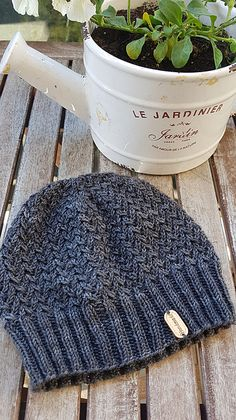 Ravelry: Vitis Hat pattern by Erendis of Numenor Easy Knitting, Knitting Patterns Free, Knitting Hats, Knit Hats, Knit Or Crochet, Crochet Hats, Loom Knit, Lace Patterns, Sewing