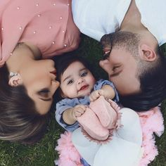 Mother art, classy couple, beautiful couple, couple goals relationships, re Family Photos With Baby, Monthly Baby Photos, Baby Girl Pictures, Cute Couple Pictures, Mother Baby Photography, Couple Photography Poses, Newborn Baby Photography, Said Mhamad Photography, Couple With Baby